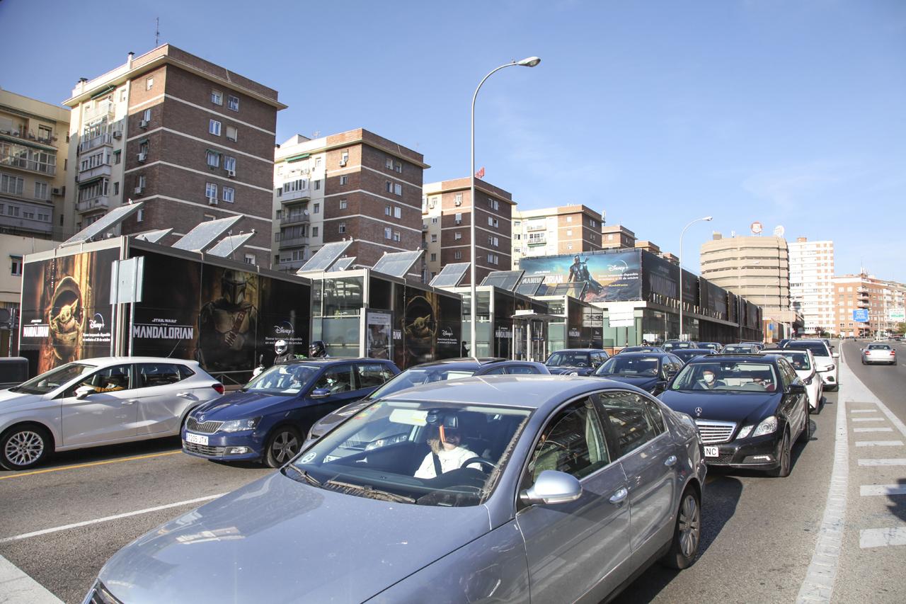 Cubos publicidad exterior gran formato en Avenida de América de Madrid para Mandalorian