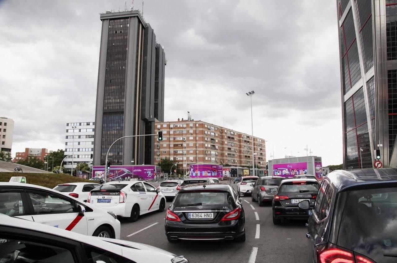 Avlo Renfe en soportes publicitarios de grandes formatos en Plaza Castilla Clece OOH