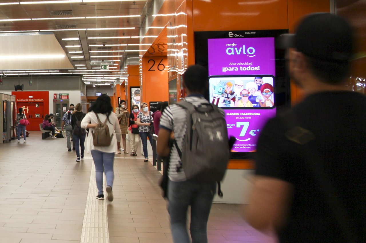 Avlo Renfe mupis digitales en transporte público Madrid