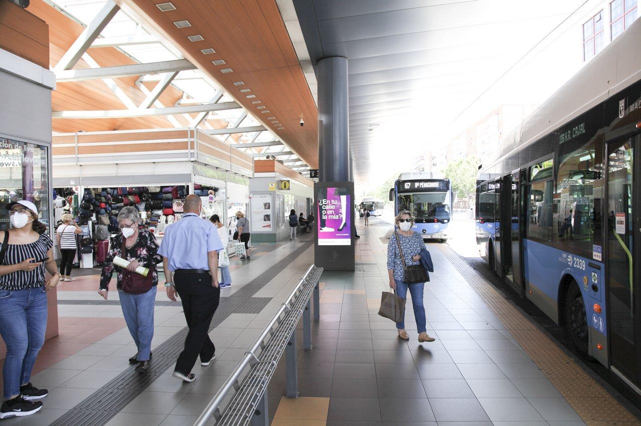 LA FEDE mupis digitales en estación autobuses Madrid Plaza Castilla