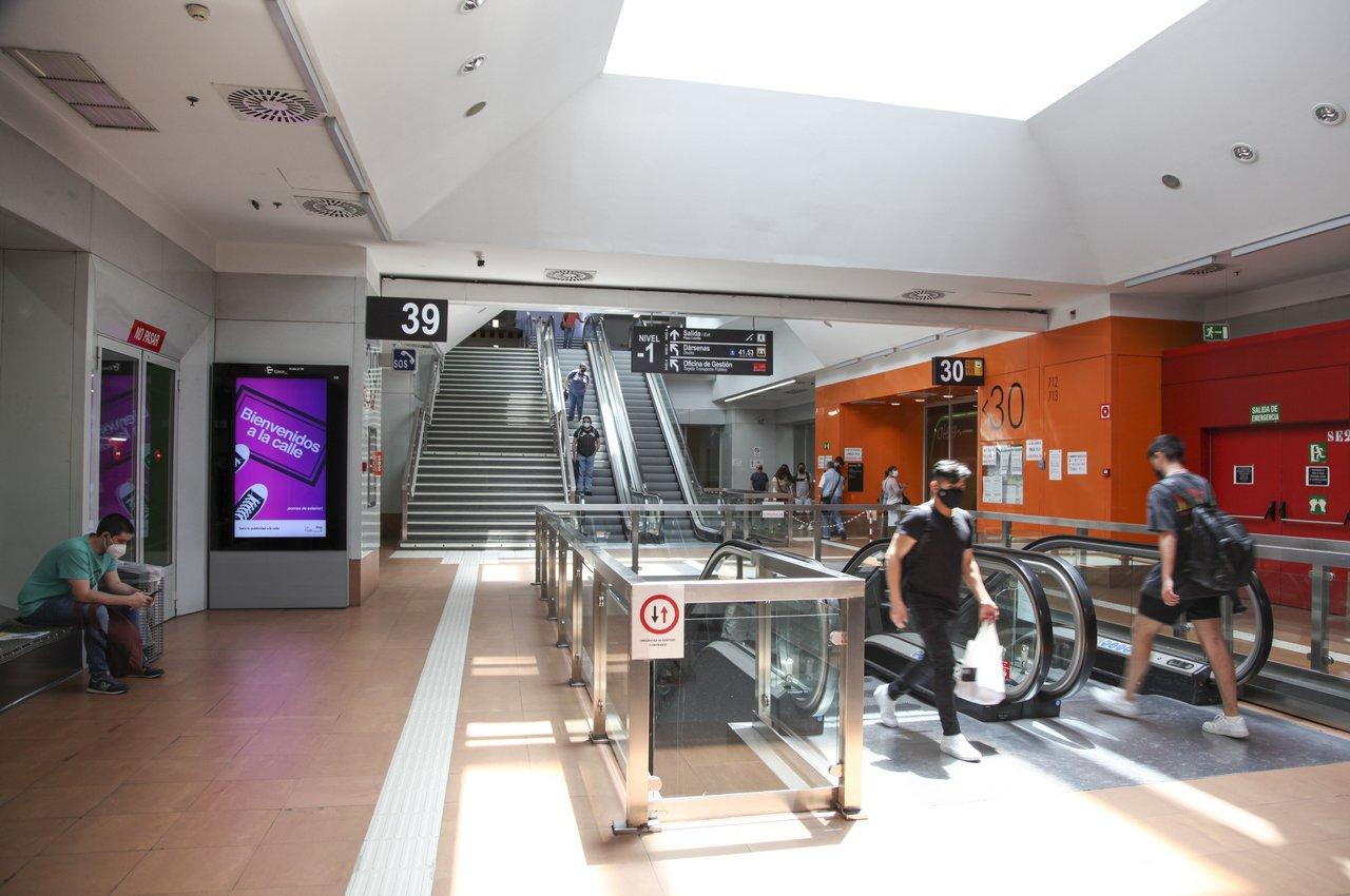 LA FEDE mupis digitales en publicidad espacios de transporte Plaza Castilla