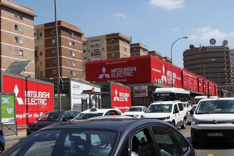 Mitsubishi Electric cubos publicidad exterior Plaza de Castilla