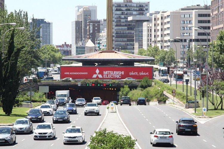 Mitsubishi Electric lona publicidad exterior Plaza de Castilla